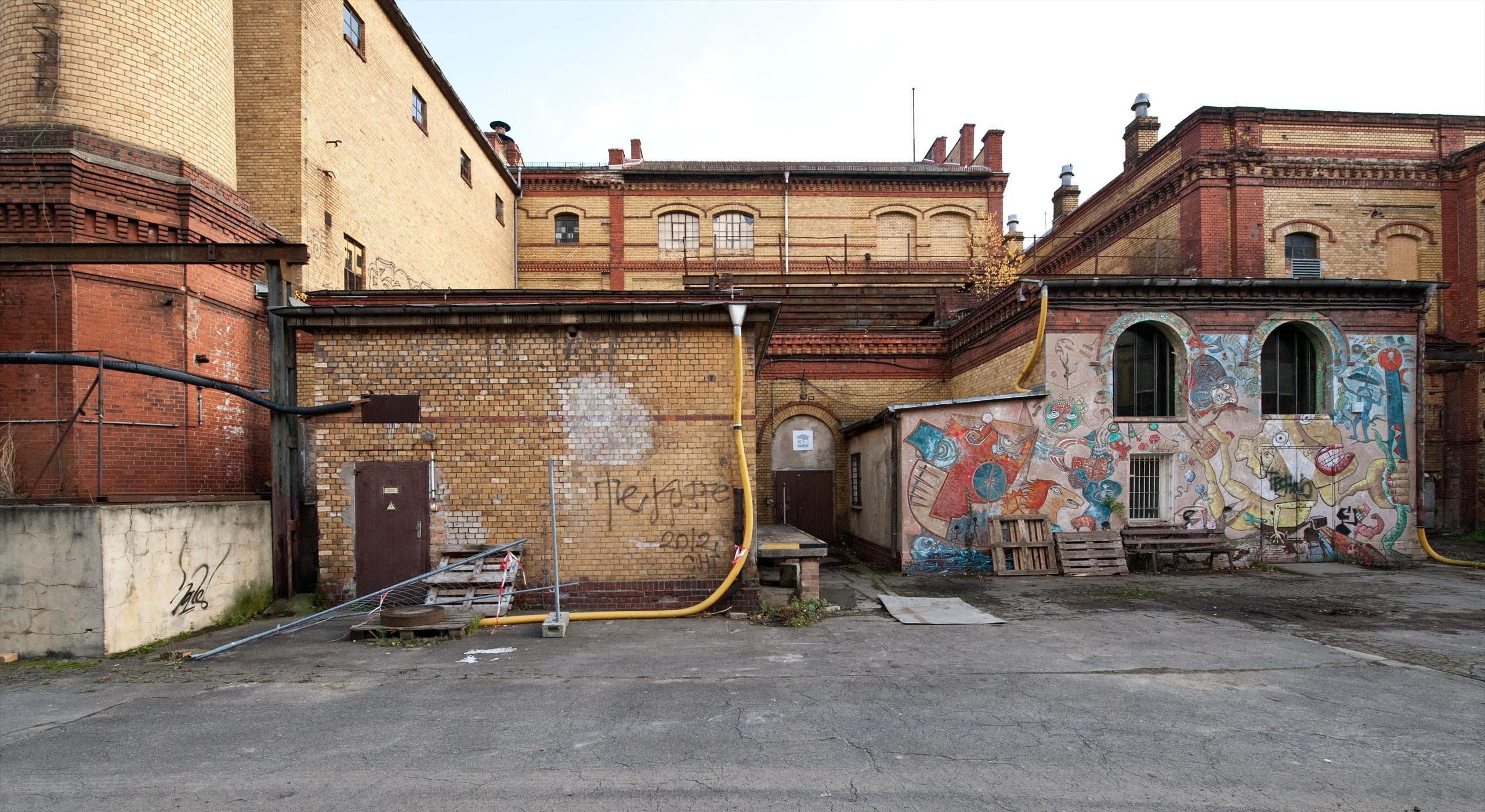 Fassade Bötzow Grafitti © Bernd Blumrich